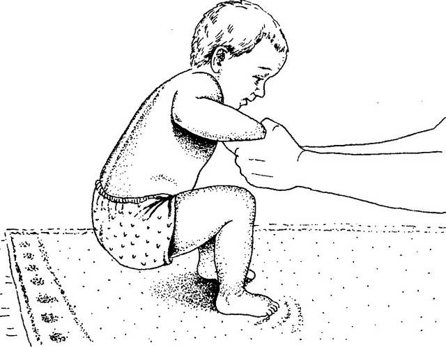 Когда ребенок должен начать садиться и как научить его
