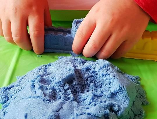 Кинетический песок своими руками в домашних условиях - из чего делают умный песок для детей