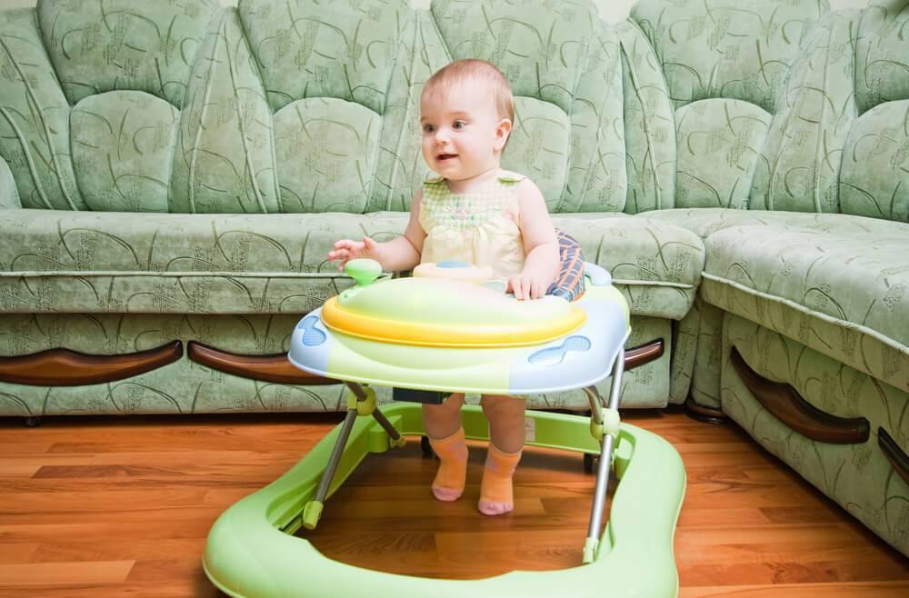 С какого возраста можно сажать ребенка в детские ходунки?