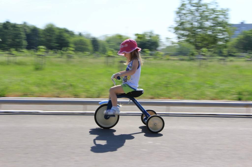 Рекомендации по обучению малыша езде на велосипеде