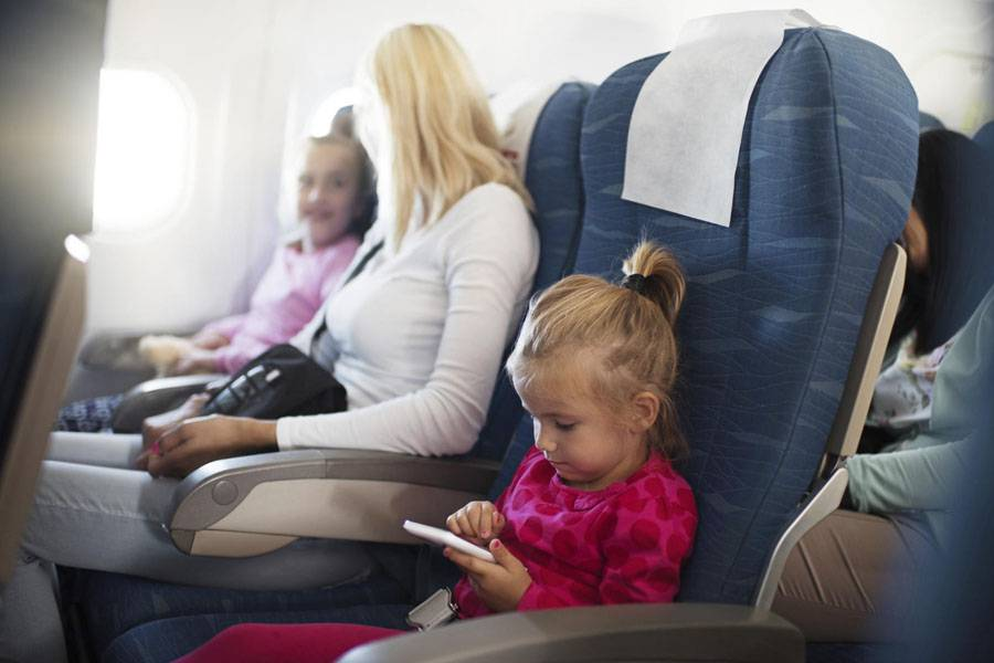 Со скольки лет ребенку можно летать на самолете