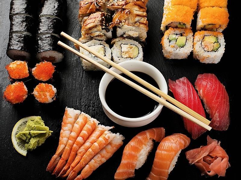 Можно ли суши кормящей маме при лактации: на что нужно обратить внимание?