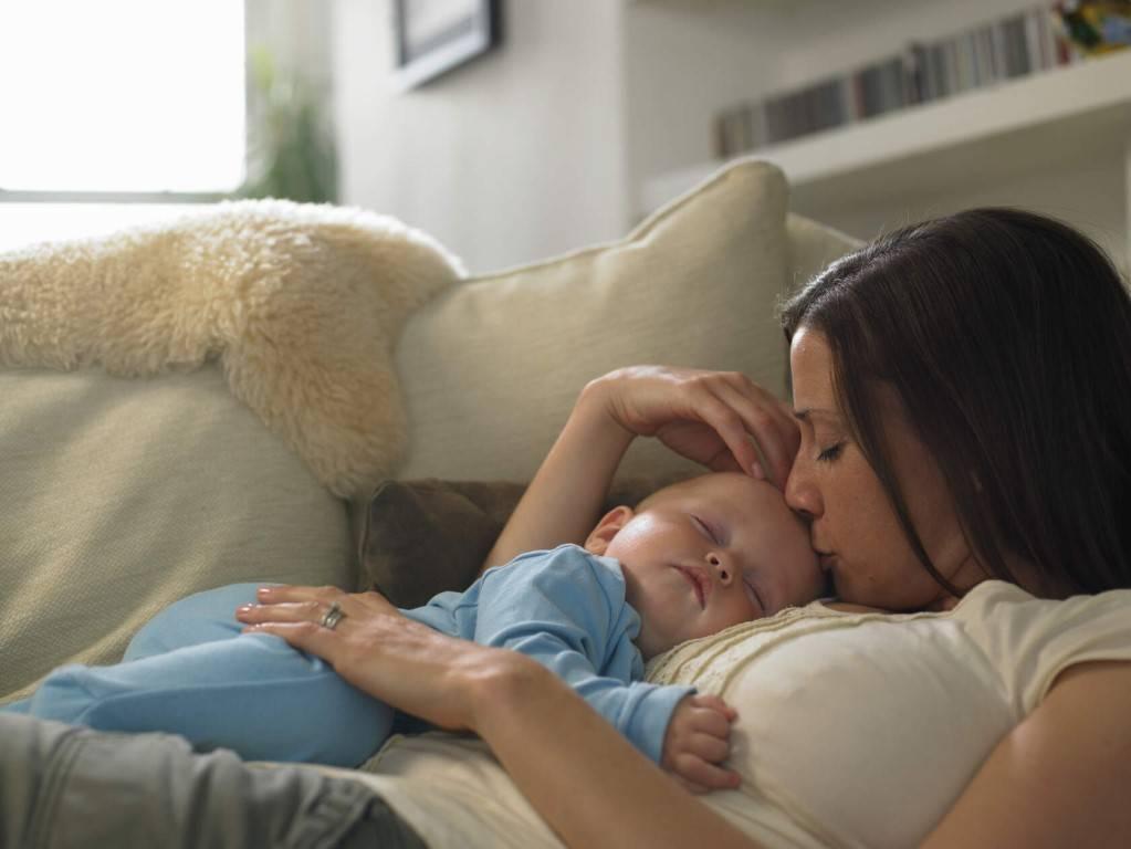 Как отучить ребенка спать с родителями и когда это нужно делать?