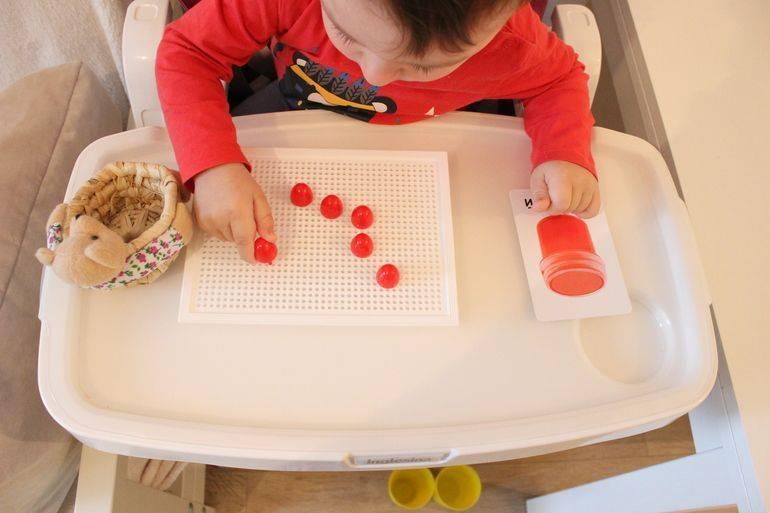 Как развивать ребенка в 6 месяцев: развивающие занятия и игры