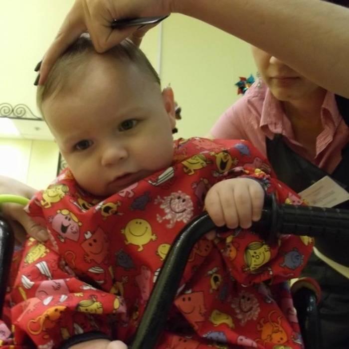 Нужно ли стричь волосы ребенку в год