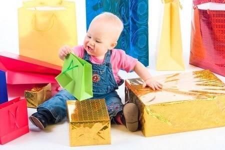 136 идей что подарить девочке на 1 годик в примерах