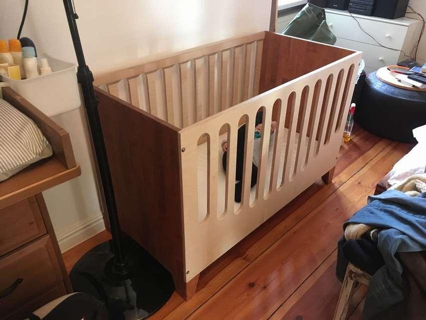 Удобная люлька-колыбелька новорожденным и кроватка малышам своими руками при небольшом бюджете
