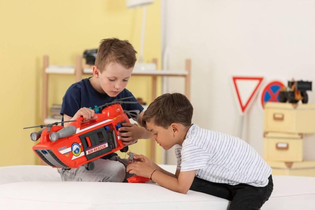 Что подарить мальчику на 3 года: топ самых крутых и полезных подарков