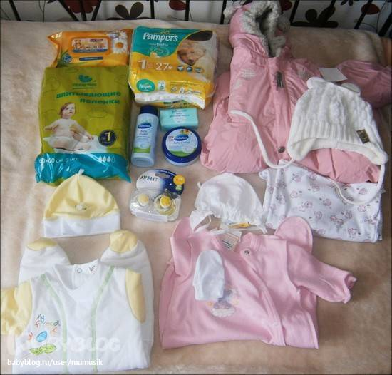 Во что одевать новорожденного летом: какая одежда летом для выписки из роддома младенцу?
