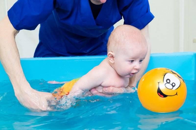 Грудничковое плавание: отзывы родителей, мнения тренеров и польза для детей