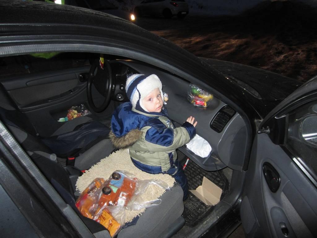 Можно ли перевозить детей на переднем сиденье в детском кресле?