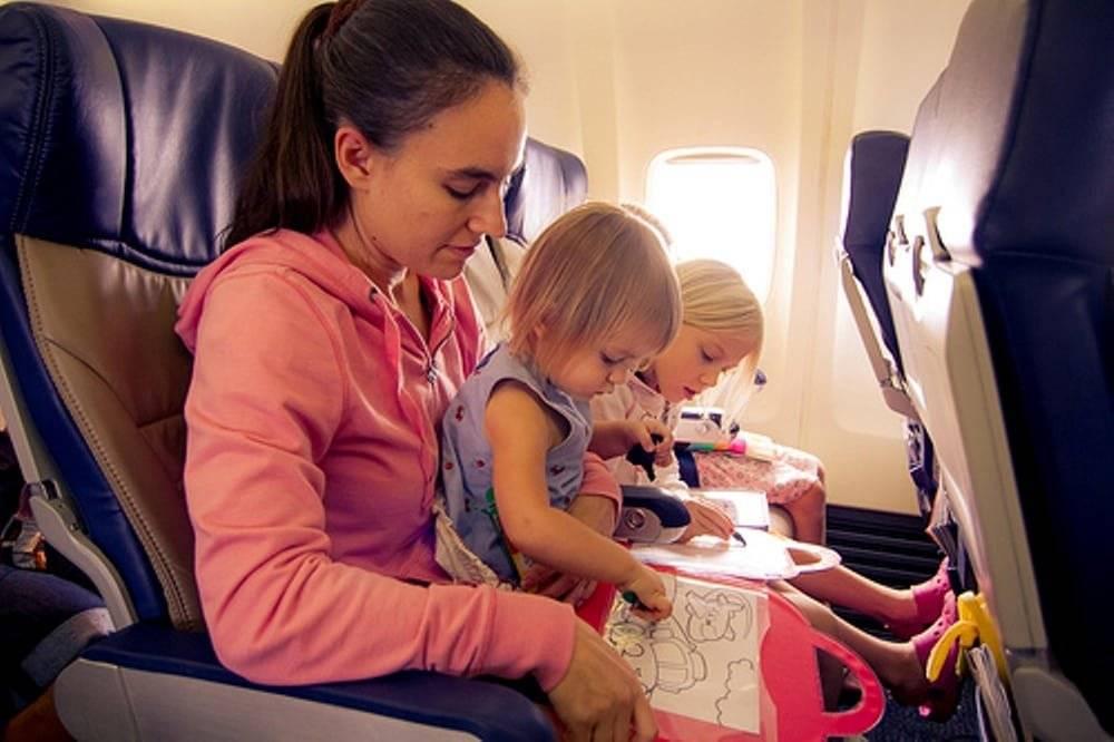 Перелет с младенцем в самолете: что нужно знать