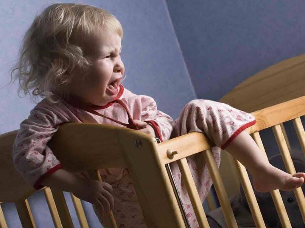 Ребенок засыпает после истерики: что делать родителям?