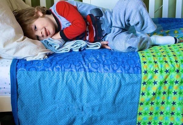 Как отучить ребенка мочиться в постель ночью