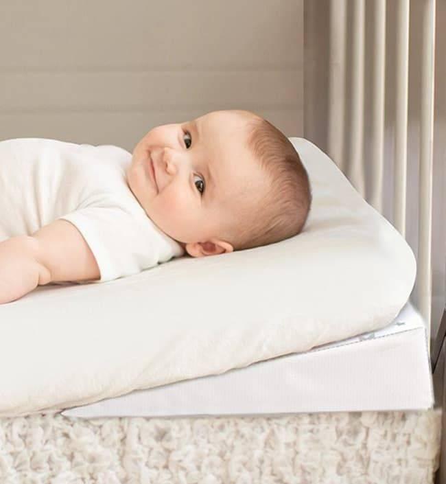 Позиционер для сна новорожденного: делаем своими руками