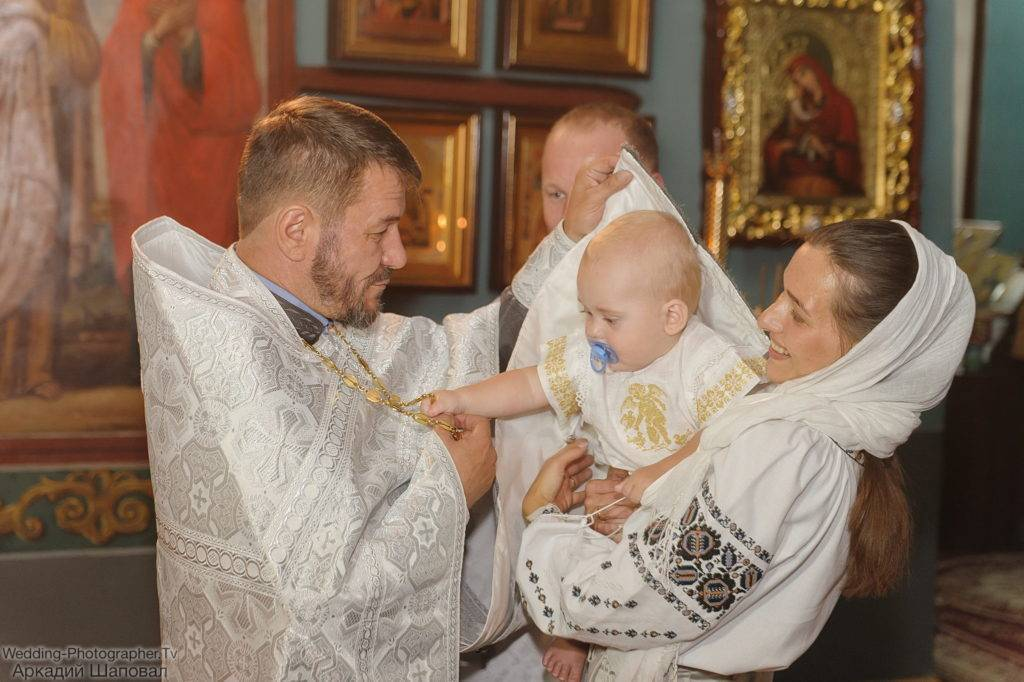 Какие обязанности у крестных и что должны делать крестные родители