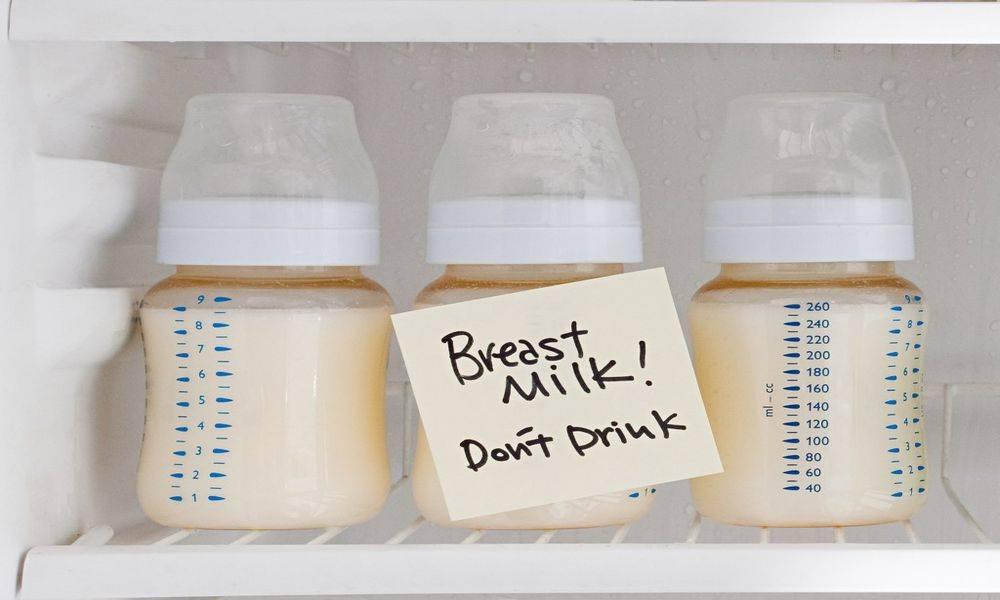 Какого цвета грудное молоко в первые дни?