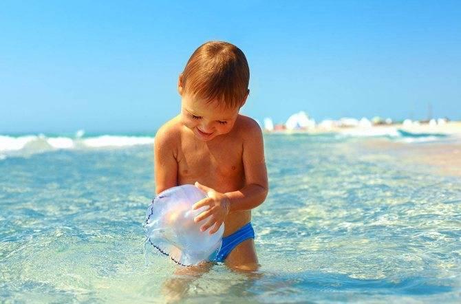 Можно ли купаться в море и загорать при ветрянке у детей или ехать отдыхать сразу после болезни