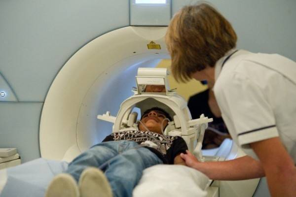 Можно ли проводить мрт детям? кт или мрт для ребенка