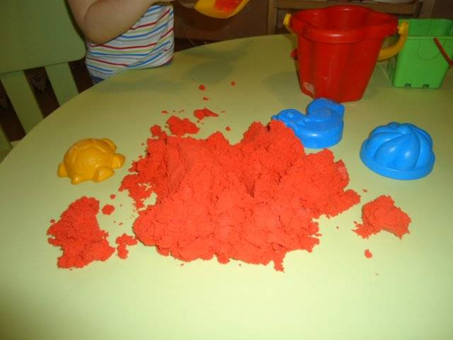 Кинетический песок: космическая «развивашка» или грязь по всему дому?
