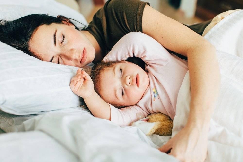 Как отучить новорожденного ребенка спать с мамой в 3, 6, 8 и 10 месяцев: способы