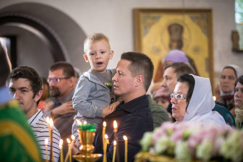 Можно ли в церковь во время месячных на причастие, крещение и пр