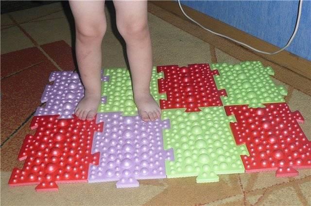 Детский ортопедический коврик: польза, подбор, разновидности. чем отличаются ортопедические и массажные коврики? показания, противопоказания к использованию ортопедического коврика. ортопедический, массажный коврик для детей своими руками