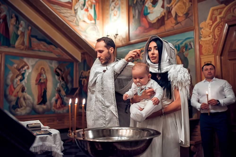 Как организовать, провести и что подарить на крестины девочки: соблюдаем все необходимые правила для крестных