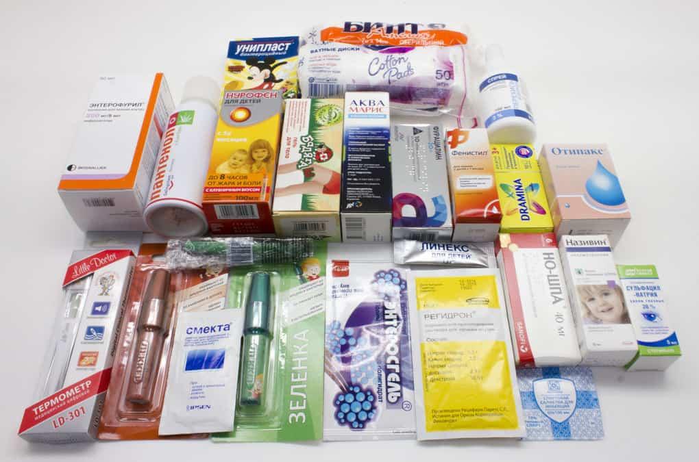 Аптечка в отпуск: полный список лекарств, что взять с собой на отдых с ребенком, советы для спокойного отдыха за границей.