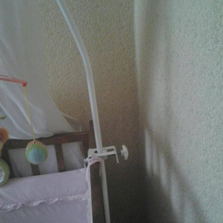 Выбираем держатель и устанавливаем балдахин на детскую кроватку