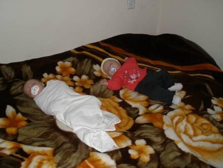 Как отучить младенца от пеленания: практические советы родителям