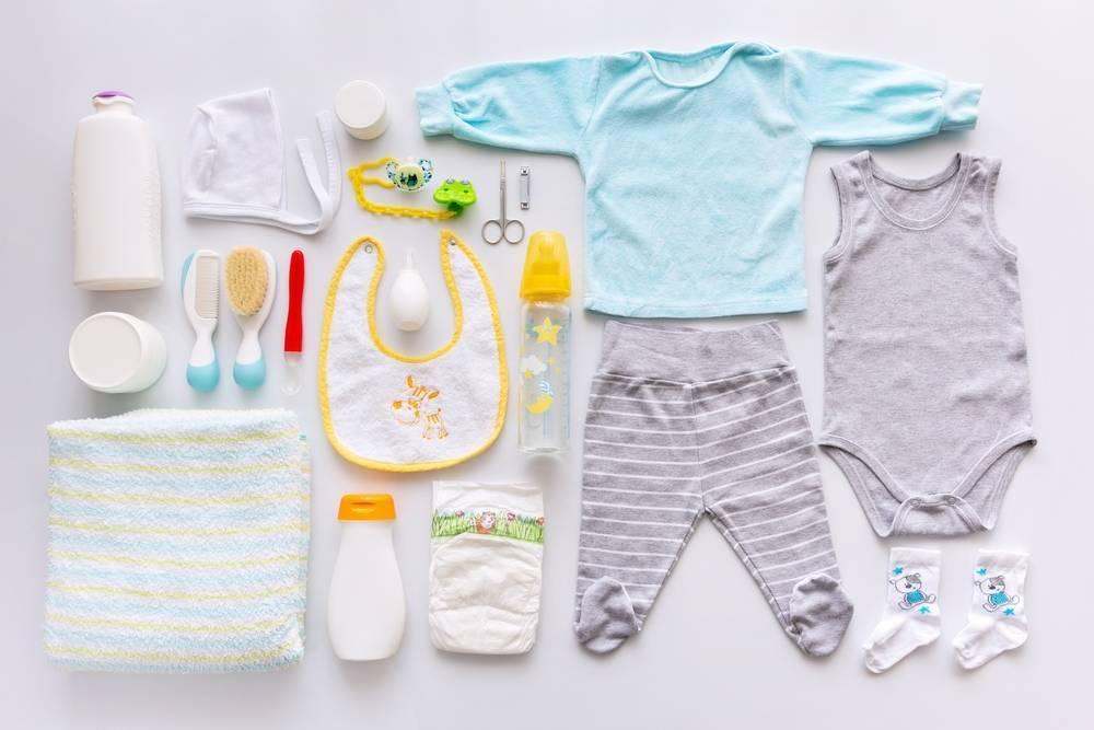 Какая одежда нужна новорожденному на первое время?