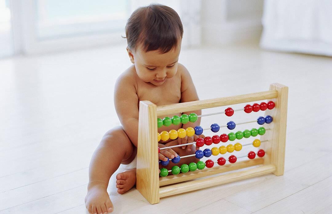 Что умеет ребенок в 5 месяцев: особенности развития, игры и упражнения