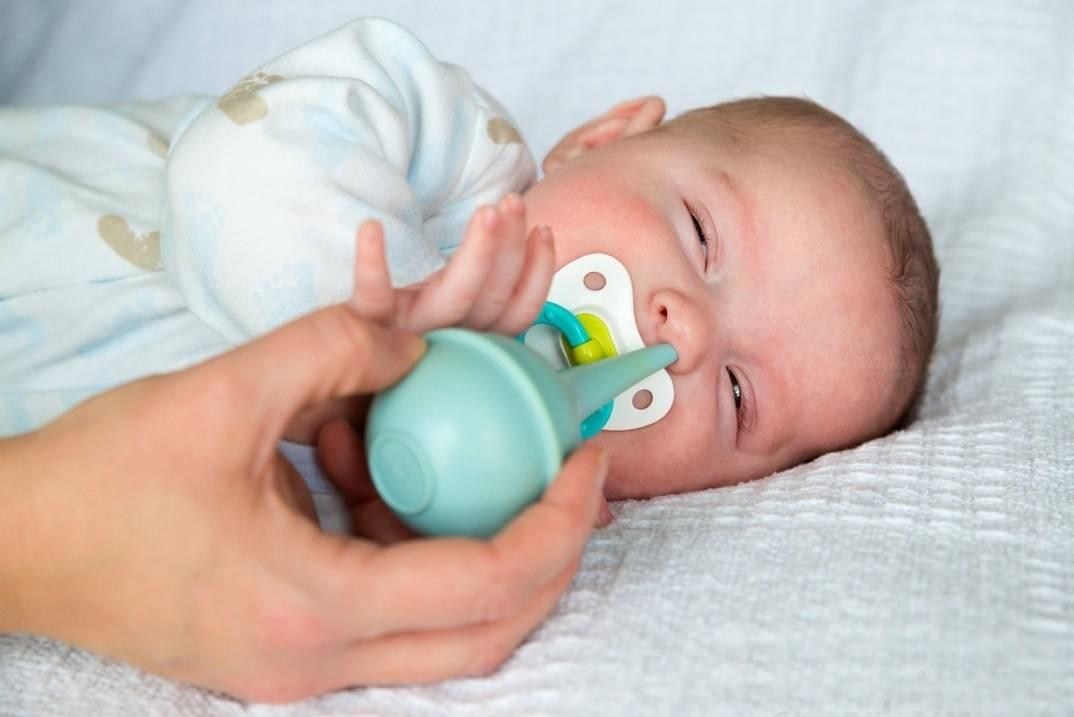 Чистим носик новорожденному: чем и как правильно, нужно ли это младенцу, что говорят врачи