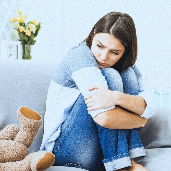 Лечение послеродовой депрессии, причины возникновения и симптомы. сколько длится и как с ней справиться самостоятельно в домашних условиях