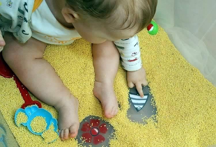 Чем занять ребенка в 9 месяцев с пользой для развития?