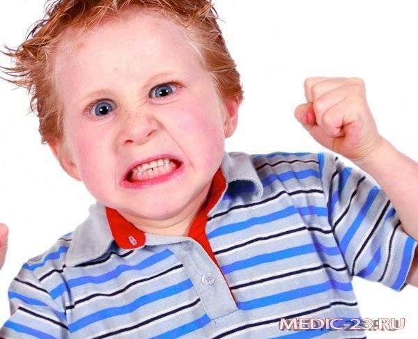 Ребенок грызет ногти - как его отучить от вредной привычки?