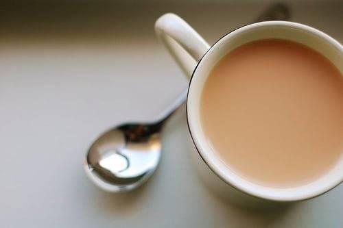 Чай с молоком при грудном вскармливании для усиления лактации и хорошего настроения