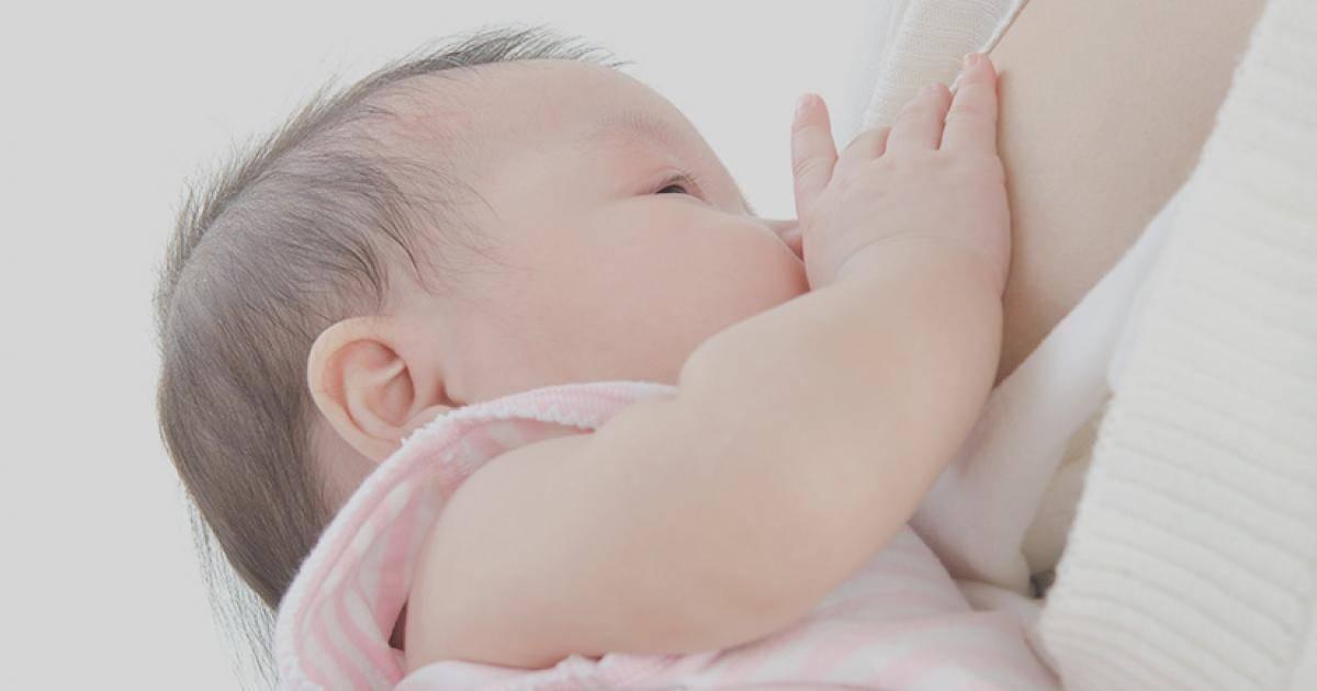 Почему малыш кряхтит во время кормления | главный перинатальный - всё про беременность и роды