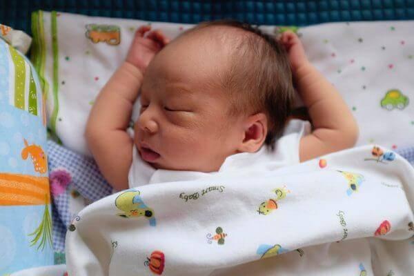 Когда можно показывать новорожденного