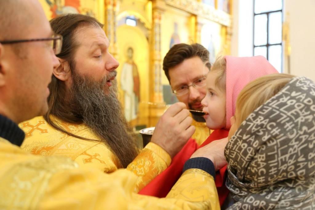 Женщина во дни месячных: может ли быть в церкви? : богослов.ru