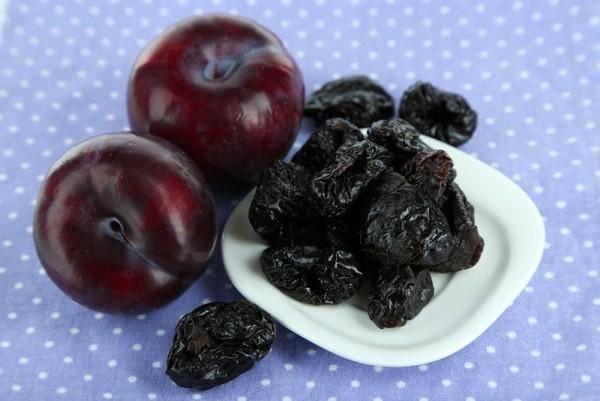 Финики при грудном вскармливании: можно ли употреблять плоды при гв кормящей маме в первый месяц, как принимать сухофрукты во время лактации