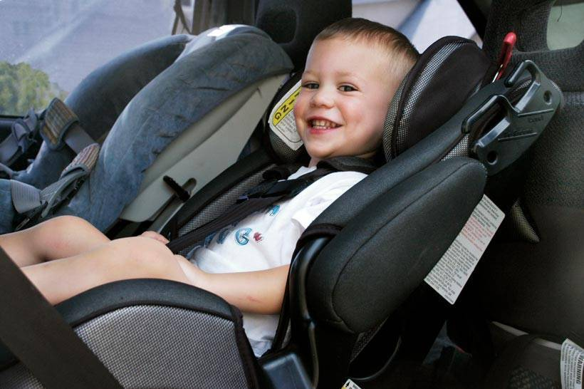 Бескаркасное детское автокресло: защита или халатность?