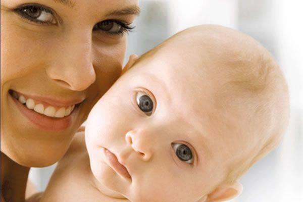 Новорожденные двойняшки: кормление, купание, режим дня.