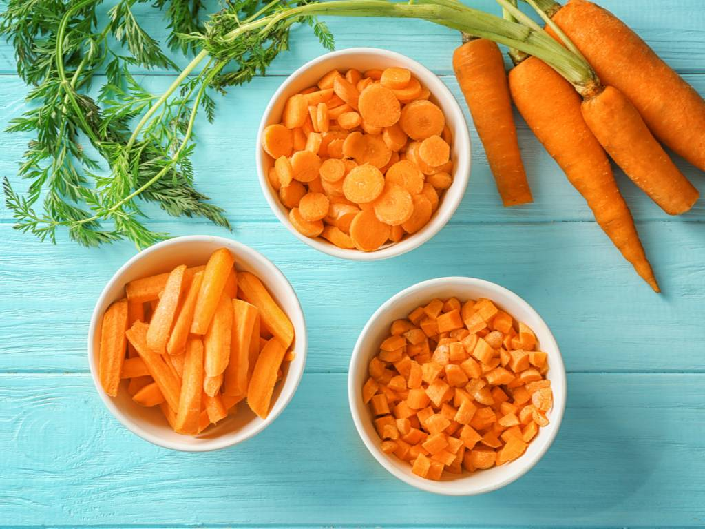 Морковь при гв: можно ли мамам есть этот продукт в первый и другие месяцы грудного вскармливания, как употреблять вареную и сырую, а также рецепты из свежего овоща русский фермер