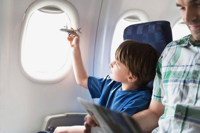 Что взять в самолет для ребенка: советы путешественникам с детьми