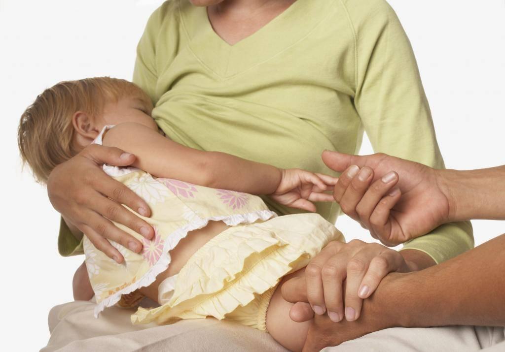 Когда и как начинать отлучение ребёнка от груди?