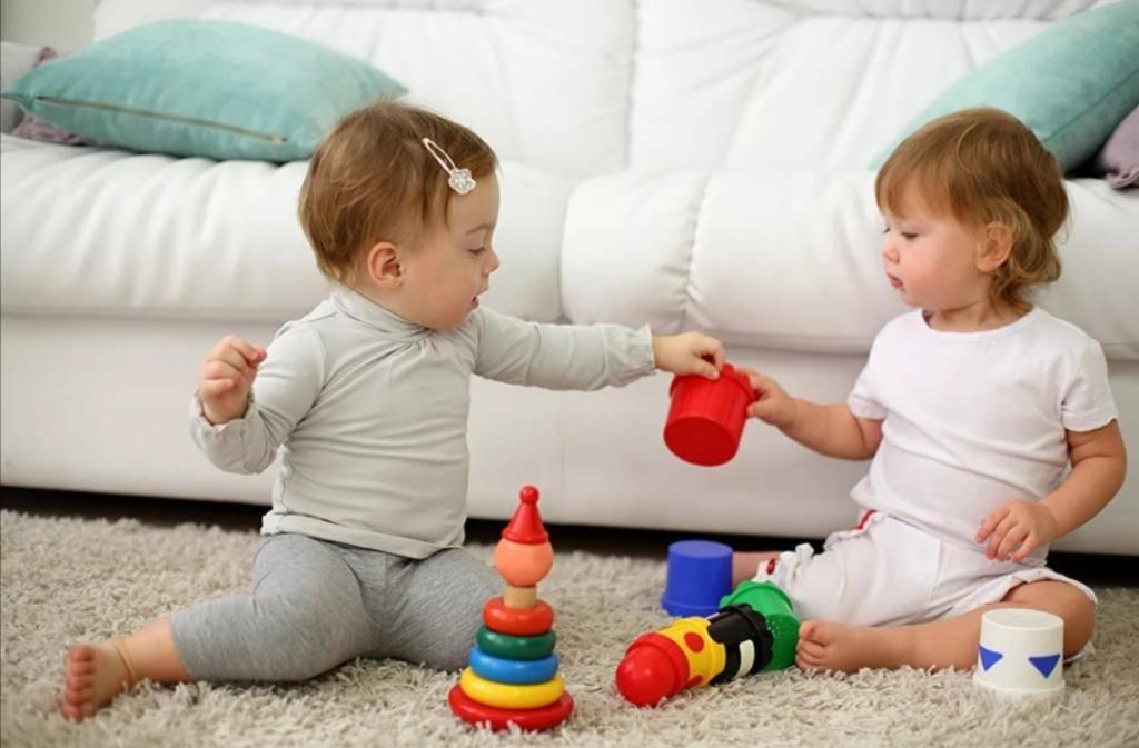 Как научить ребенка есть ложкой? каким еще самым первым навыкам самообслуживания учить малыша? – жили-были