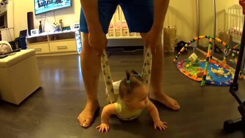 Во сколько ребенок должен ползать. как научить ребенка ползать в 6 месяцев, в 7, в 5, в 4 месяца.  комаровский научить ползать ребёнка, как научить ползать и вставать, видео.. научить ребенка ползать
