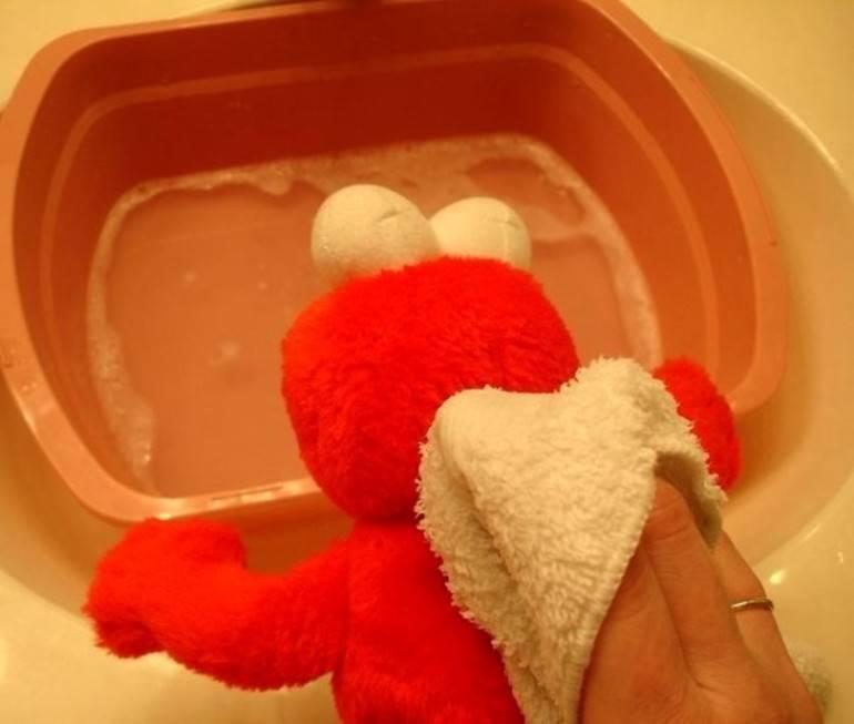 Как стирать мягкие игрушки в стиральной машине; сухая чистка больших игрушек и игрушек с наполнителями